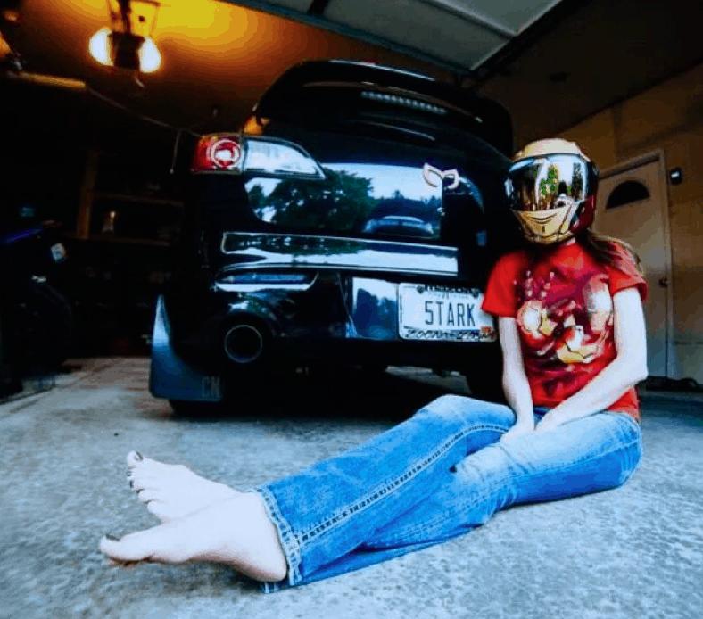 car-girl-Lindsay-Cardwell